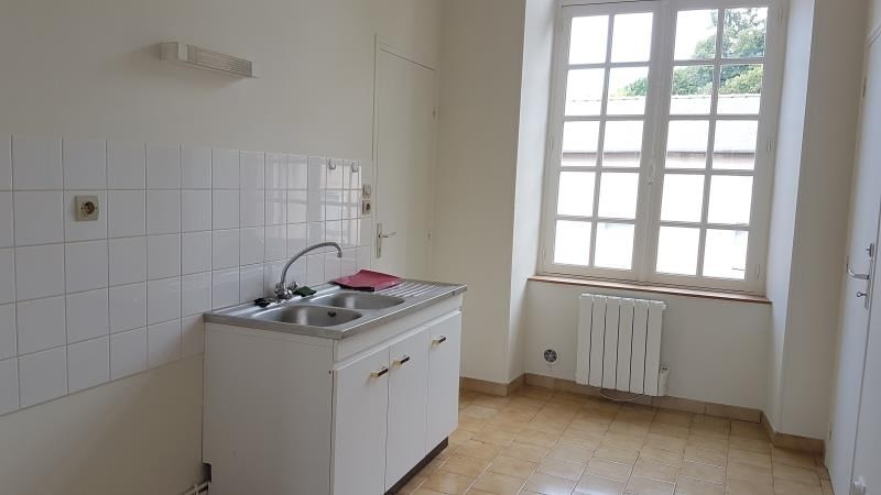 Rental apartment Henrichemont 250€ CC - Picture 2