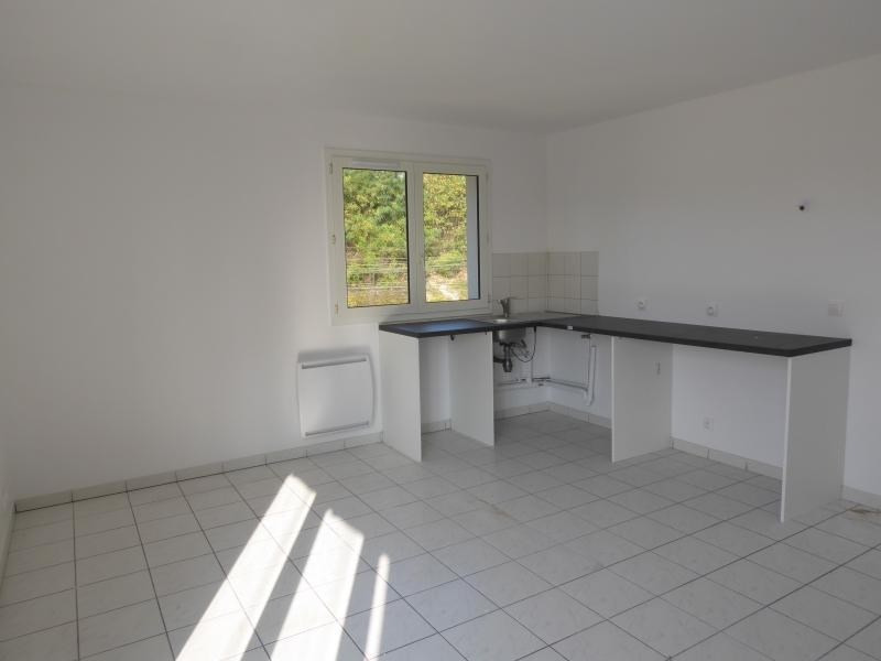 Rental apartment Corbeil essonnes 870€ CC - Picture 2
