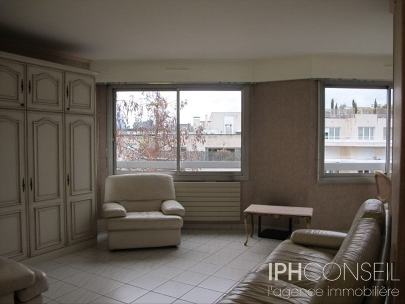 Rental apartment Neuilly sur seine 960€ CC - Picture 1