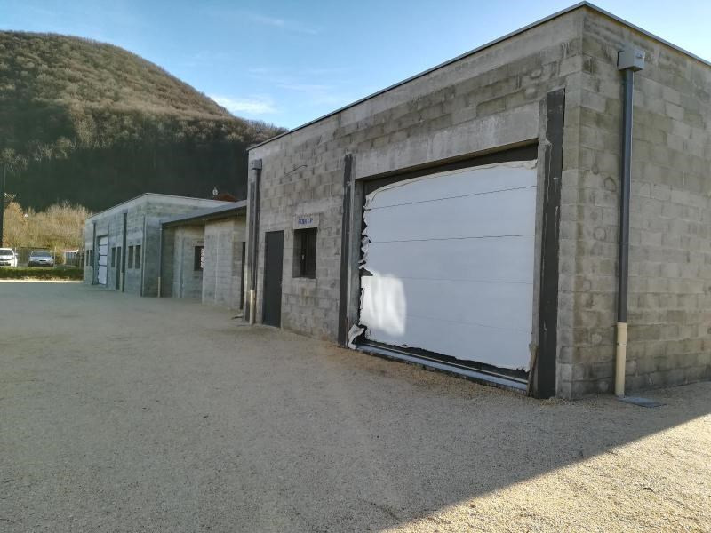 Location local commercial Vif 1200€ CC - Photo 3
