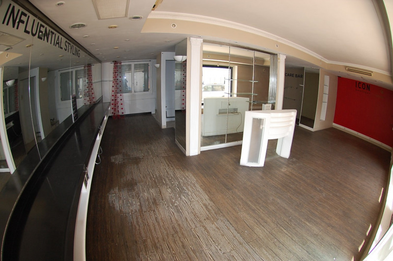 Commercial property sale shop Six fours les plages 212 000€ - Picture 3