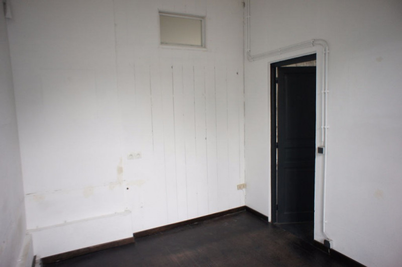 Location local commercial Clamart 1248€ HC - Photo 11