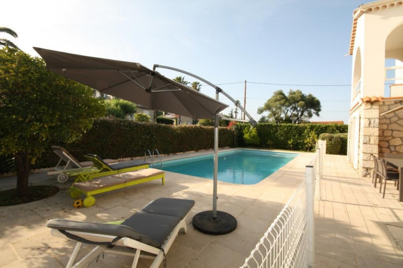 Deluxe sale house / villa Antibes 1 200 000€ - Picture 1