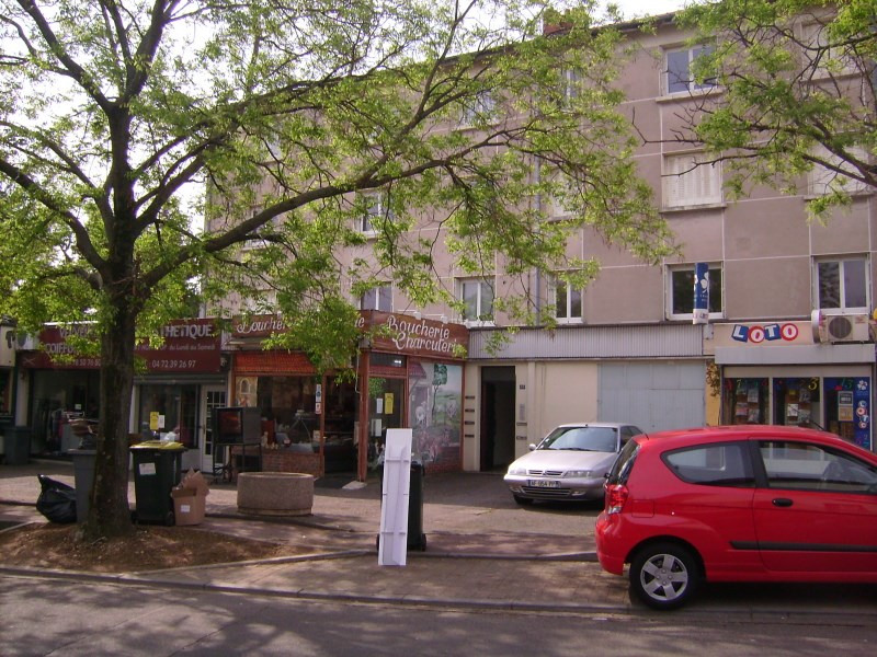 Location appartement Pierre benite 553€ CC - Photo 1