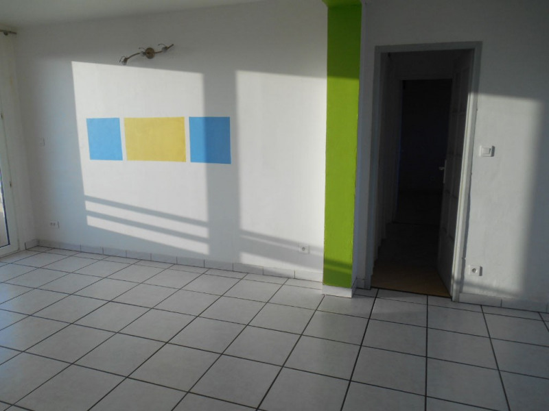 Rental apartment Saint quentin 545€ CC - Picture 3