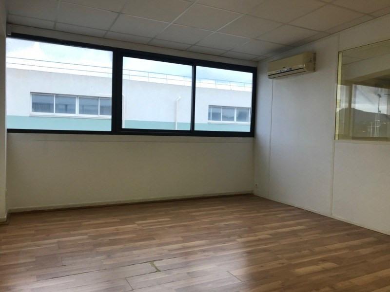 Rental empty room/storage Six-fours-les-plages 1085€ CC - Picture 3