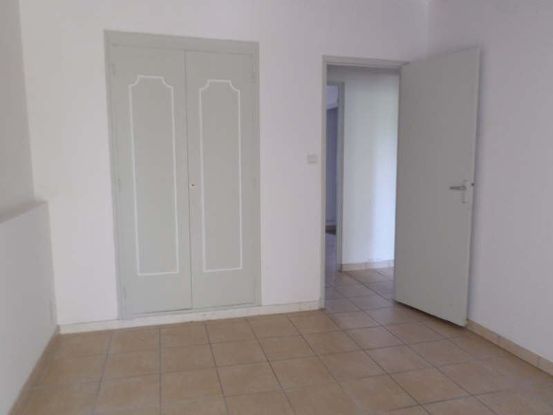 Rental apartment Salon de provence 765€ CC - Picture 7