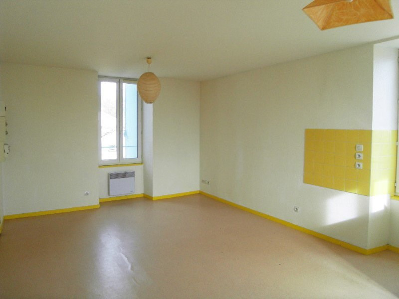 Rental apartment Archiac 462€ CC - Picture 2