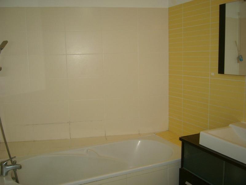 Rental apartment Bois de nefles st denis 841€ CC - Picture 5