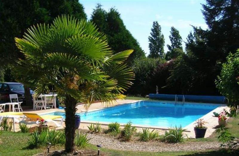 Sale house / villa Lussant 274300€ - Picture 2