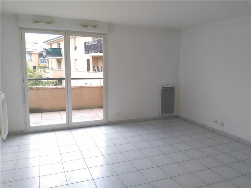 Rental apartment Osny 902€ CC - Picture 1