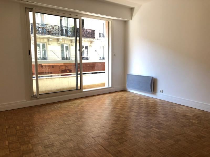 Rental apartment Paris 17ème 890€ CC - Picture 2