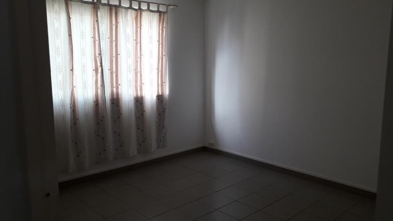 Rental apartment St pierre 569€ CC - Picture 5
