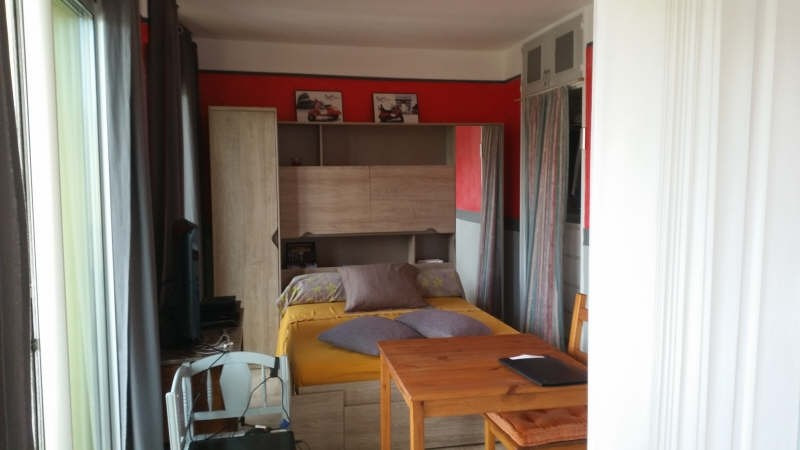 Sale apartment Hyeres 130 000€ - Picture 1