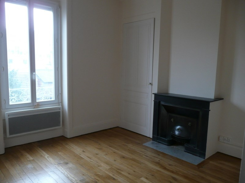 Location appartement Oullins 741€ CC - Photo 4