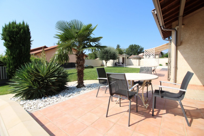 Deluxe sale house / villa Charly 690 000€ - Picture 1