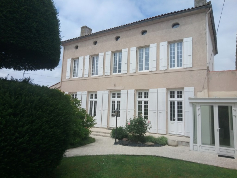 Deluxe sale house / villa Tonnay charente 689 700€ - Picture 1