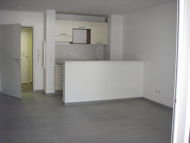 Location appartement St denis 589€ CC - Photo 2
