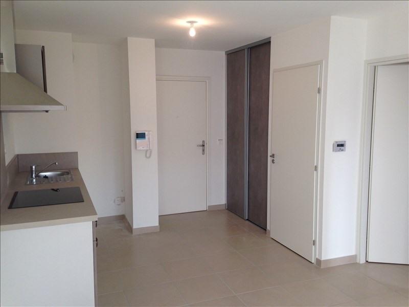 Rental apartment Salon de provence 678€ CC - Picture 2