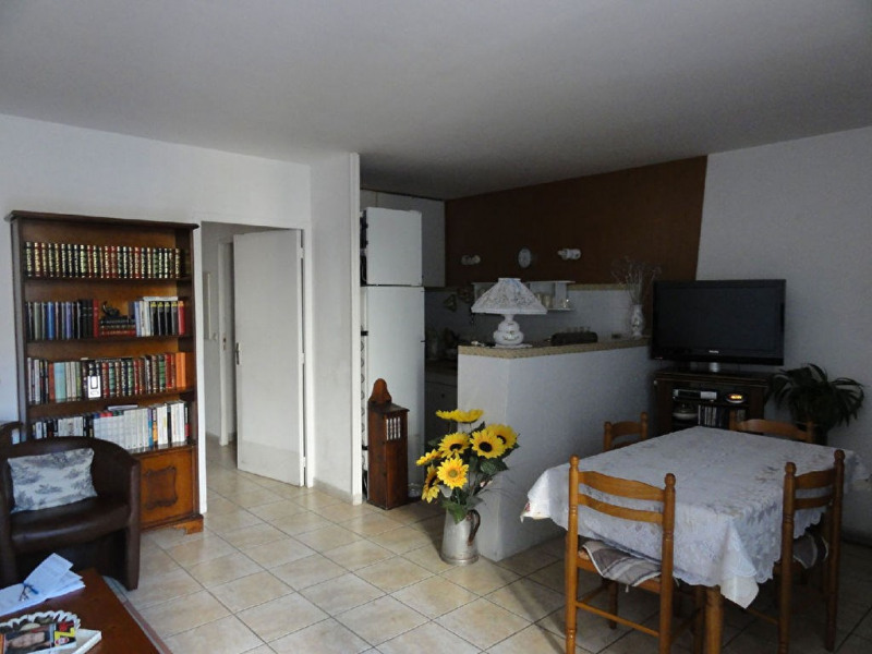 Rental apartment Meyrargues 725€ CC - Picture 5