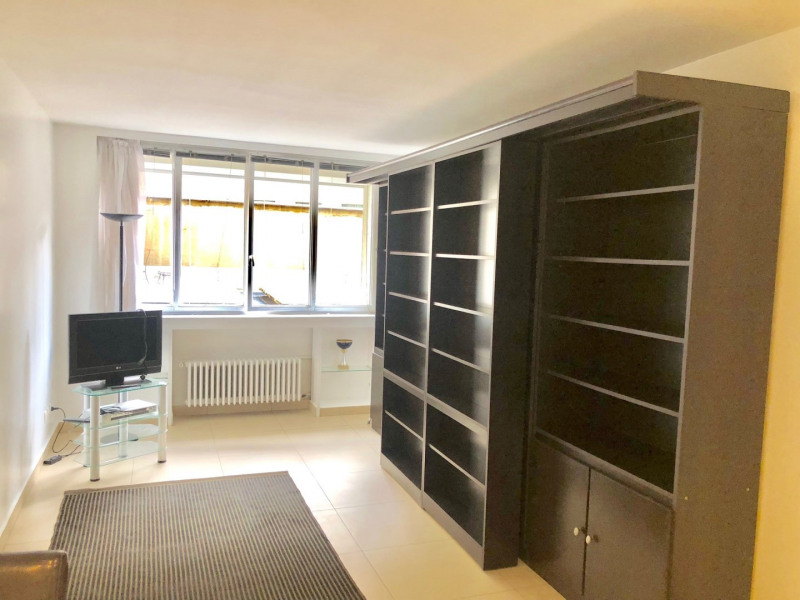 Rental apartment Paris 8ème 1650€ CC - Picture 1