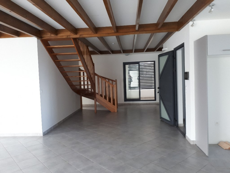 Location appartement Saint pierre 2 150€ CC - Photo 2