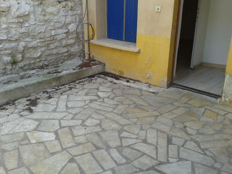 Rental apartment Nimes 390€ CC - Picture 1