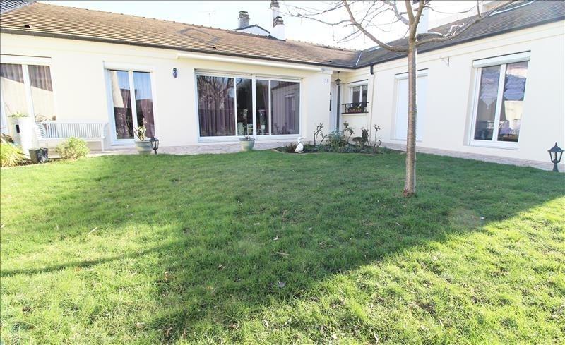 Sale house / villa Maurepas 378000€ - Picture 1