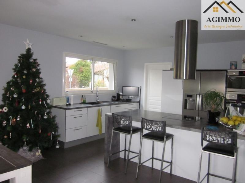 Sale house / villa L isle jourdain 288750€ - Picture 2