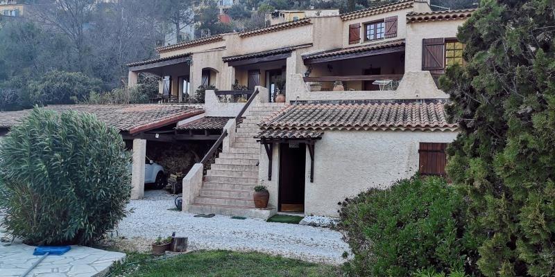 Deluxe sale house / villa Sollies toucas 560000€ - Picture 1