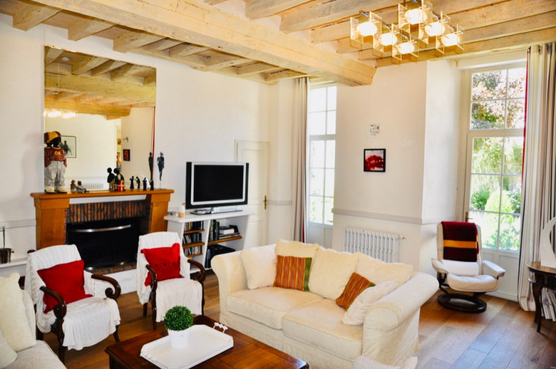 Deluxe sale house / villa Laval 630000€ - Picture 3