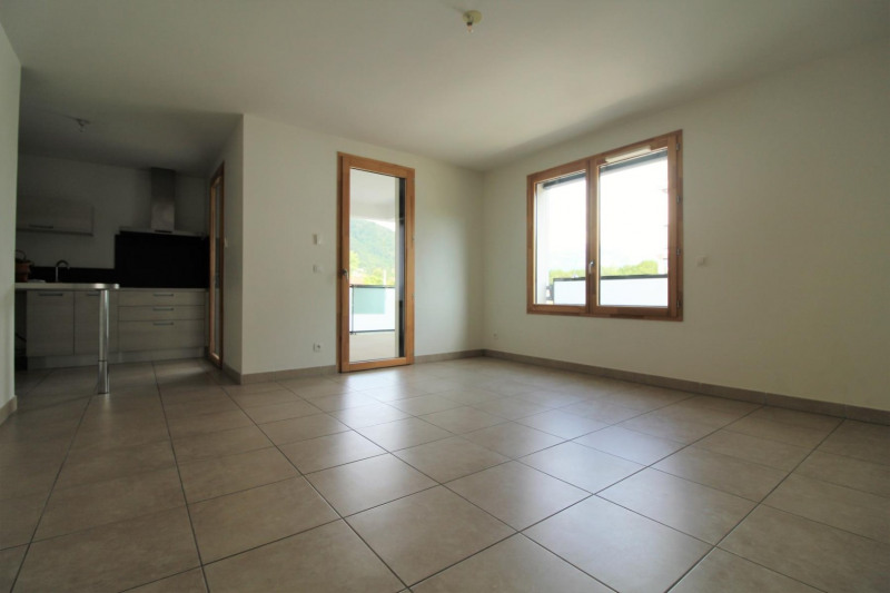 Verhuren  appartement Voiron 759€ CC - Foto 2