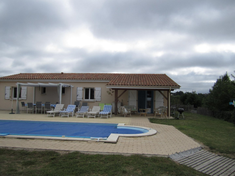 Sale house / villa Brossac 250 000€ - Picture 1