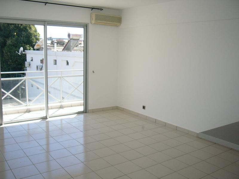 Rental apartment St denis 605€ CC - Picture 3