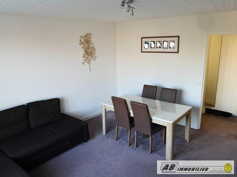 Rental apartment St cyr l ecole 930€ CC - Picture 3