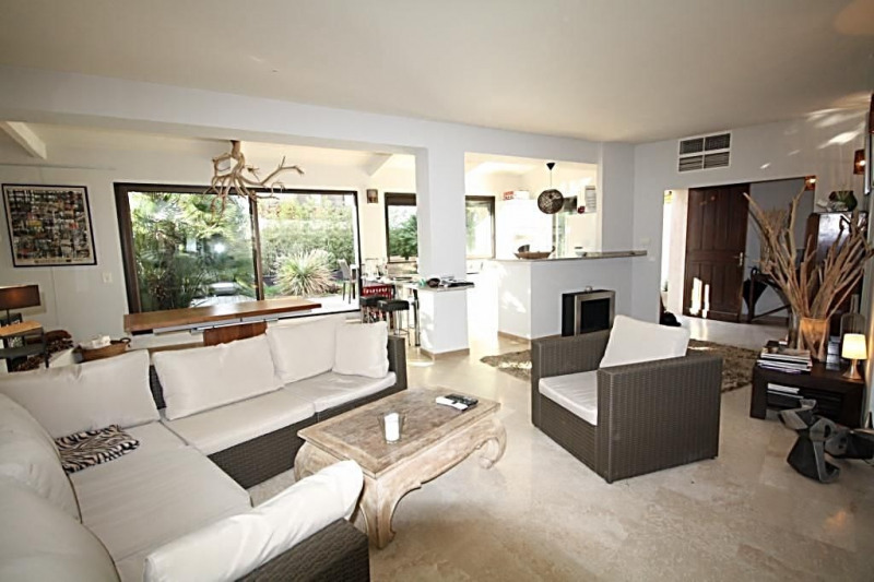 Sale apartment Juan-les-pins 550 000€ - Picture 1