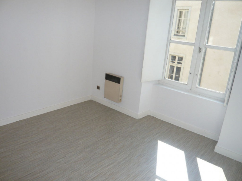 Rental apartment Laval 341€ CC - Picture 3