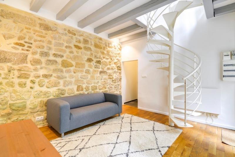 Rental apartment Paris 3ème 2250€ CC - Picture 1