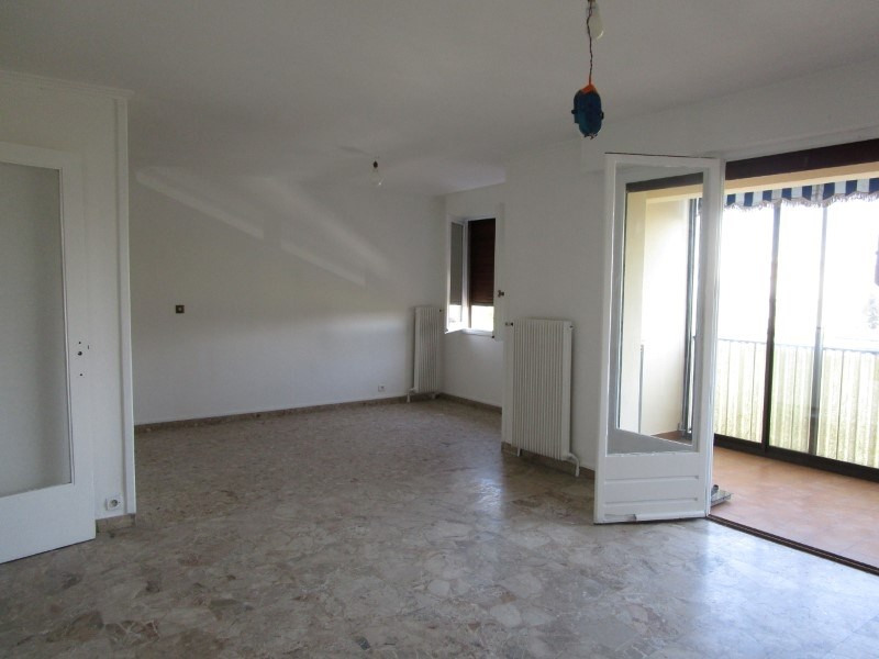 Rental apartment Nimes 680€ CC - Picture 1