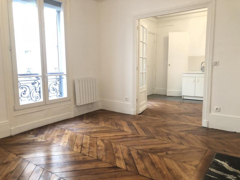 Rental apartment Paris 9ème 1242€ CC - Picture 1
