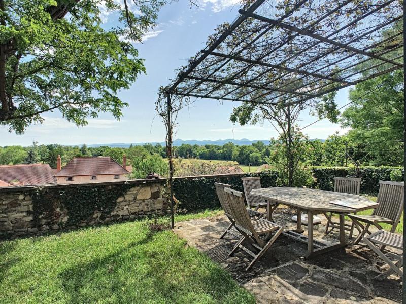 Deluxe sale house / villa Riom 570000€ - Picture 2