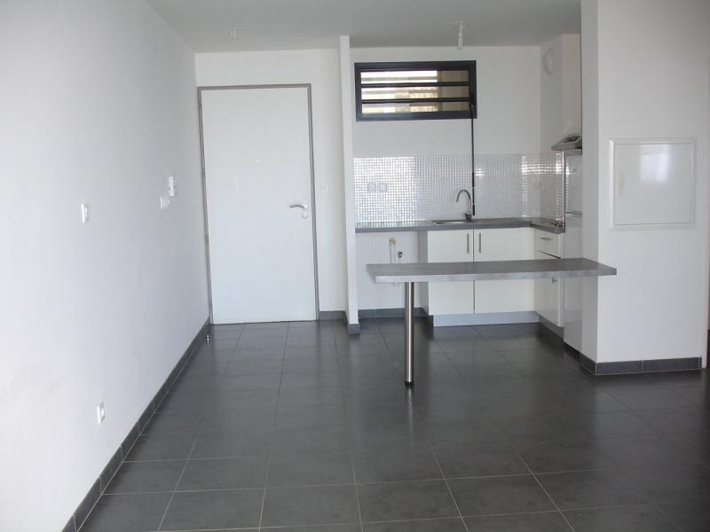 Location appartement St denis 573€ CC - Photo 3
