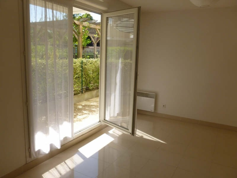 Rental apartment Lamorlaye 830€ CC - Picture 1