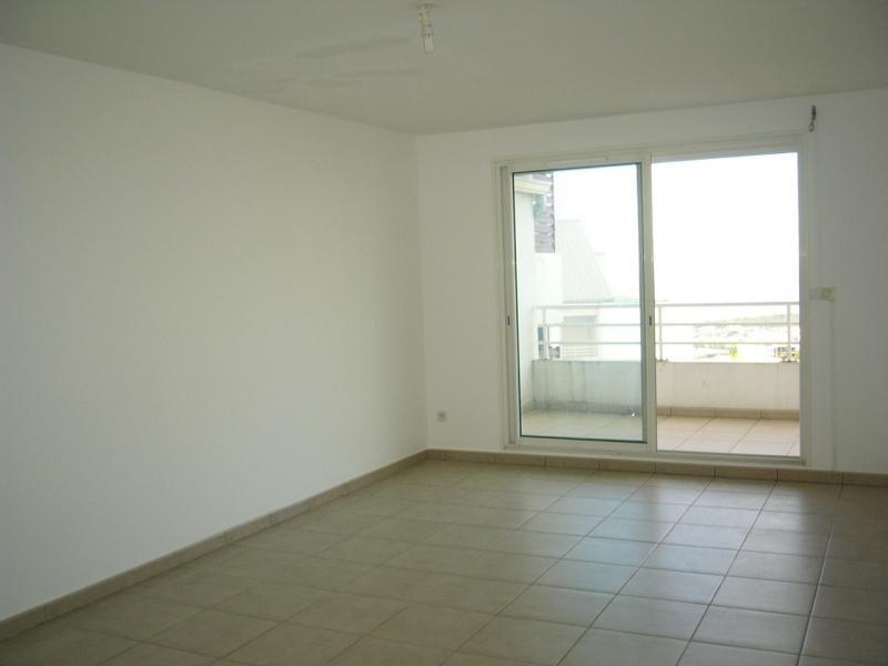 Rental apartment Bois de nefles st denis 841€ CC - Picture 2