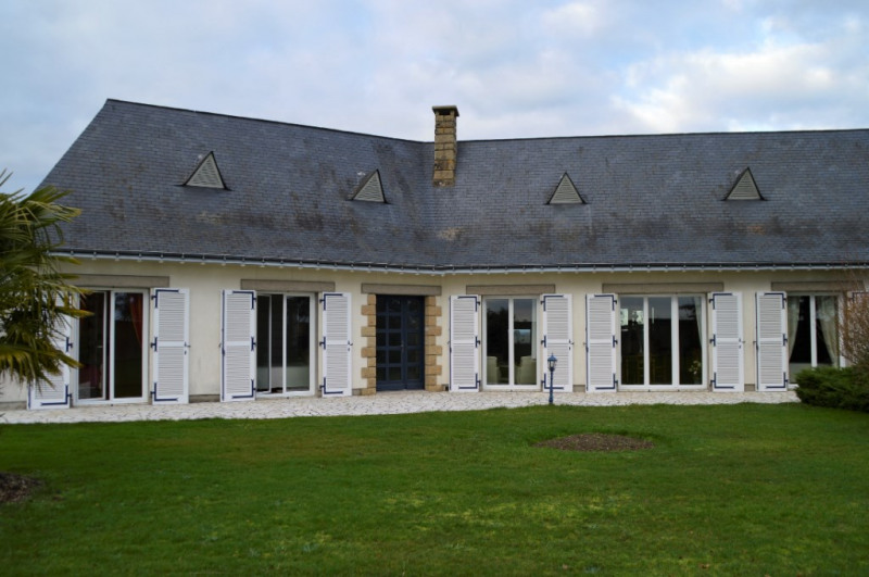 Sale house / villa Craon 332800€ - Picture 1