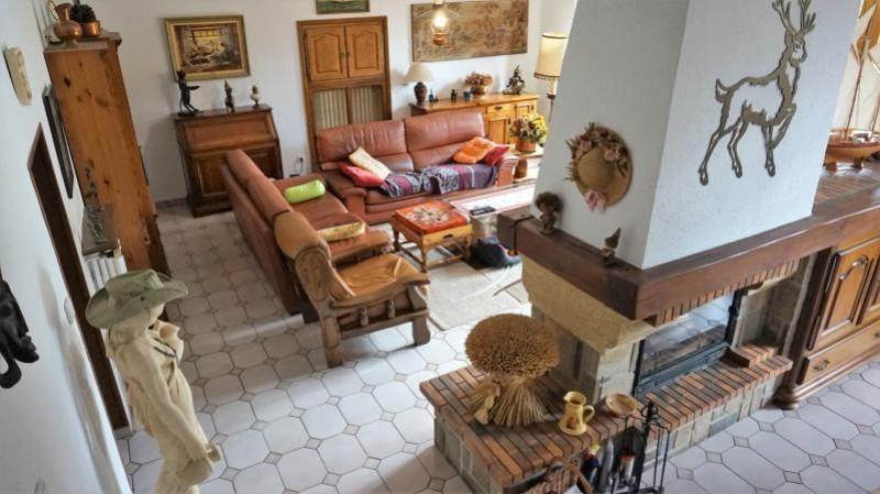 Sale house / villa Breval 272000€ - Picture 4