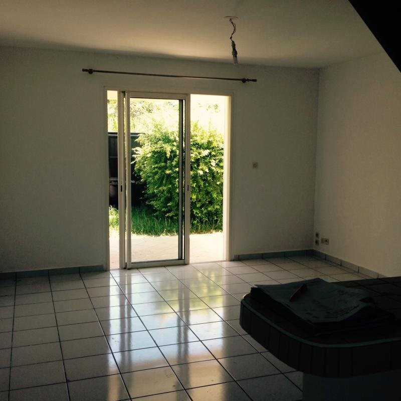 Location maison / villa Petite ile 770€ CC - Photo 2
