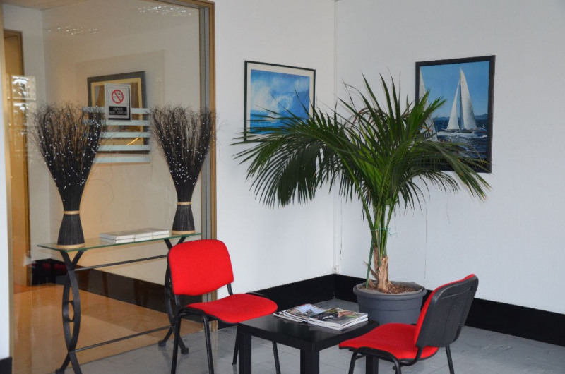 Rental office Le mesnil le roi 729€ CC - Picture 1