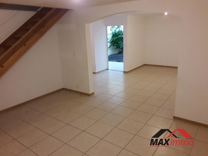 Location maison / villa St joseph 850€ CC - Photo 3