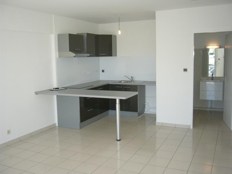 Rental apartment St denis 605€ CC - Picture 4